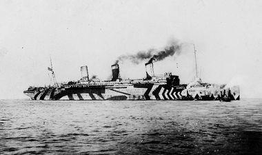 image archive de bateau camouflé au dazzle painting