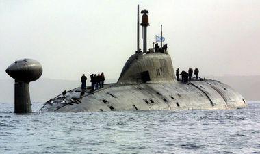 sous-marin en navigation sur l'eau