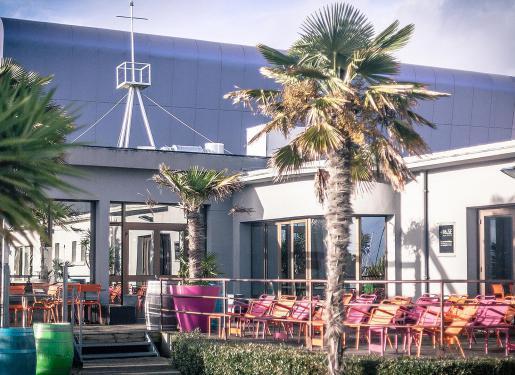 terrasse du restaurant la base à lorient