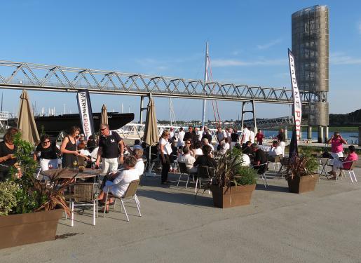 terrasse du restaurant quai ouest sur lorient la base