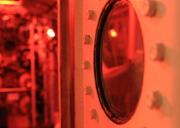 lumière rouge à bord du sous-marin flore