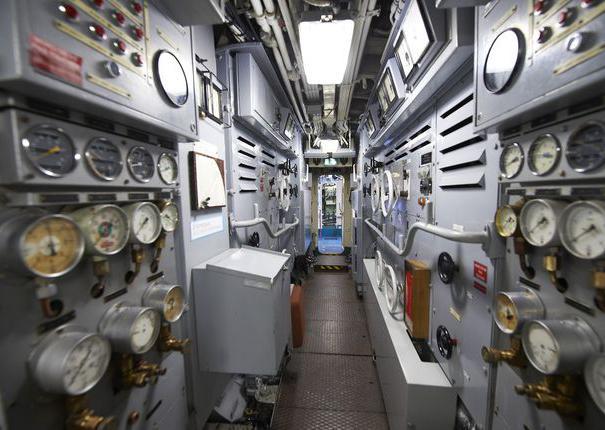 le central opération du sous-marin flore