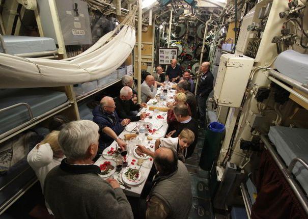 repas à bord du sous-marin flore